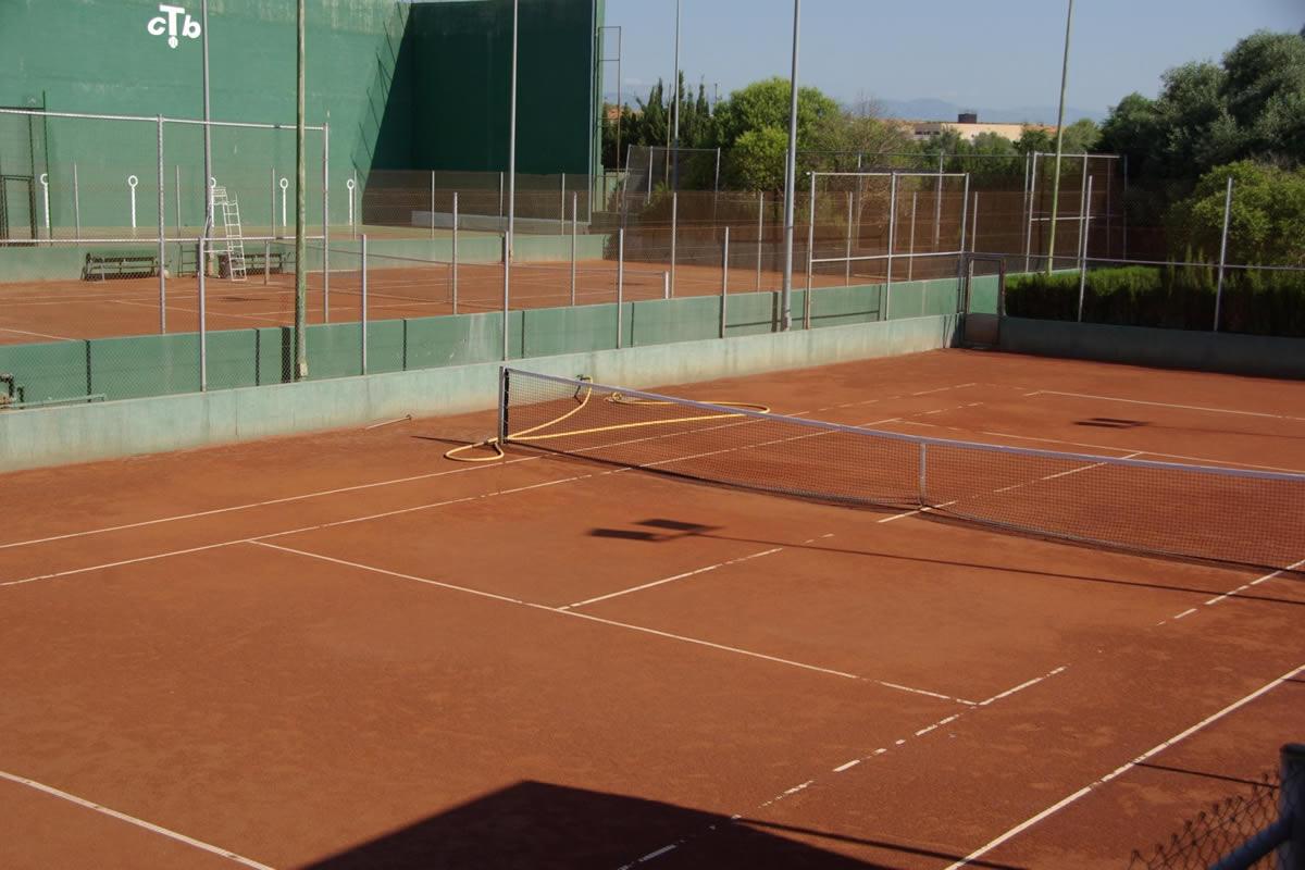 Club tenis benicarl instalaciones for Piscina benicarlo
